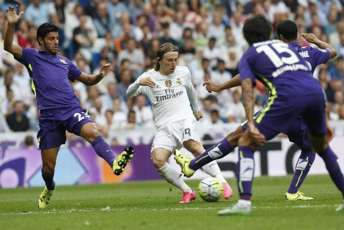 Real Madrid, evinde puan kaybetti